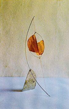 Piccola Luna, 1995, 30 x 12 x 8 cm, Blech, Draht, aquarelliertes Japanpapier