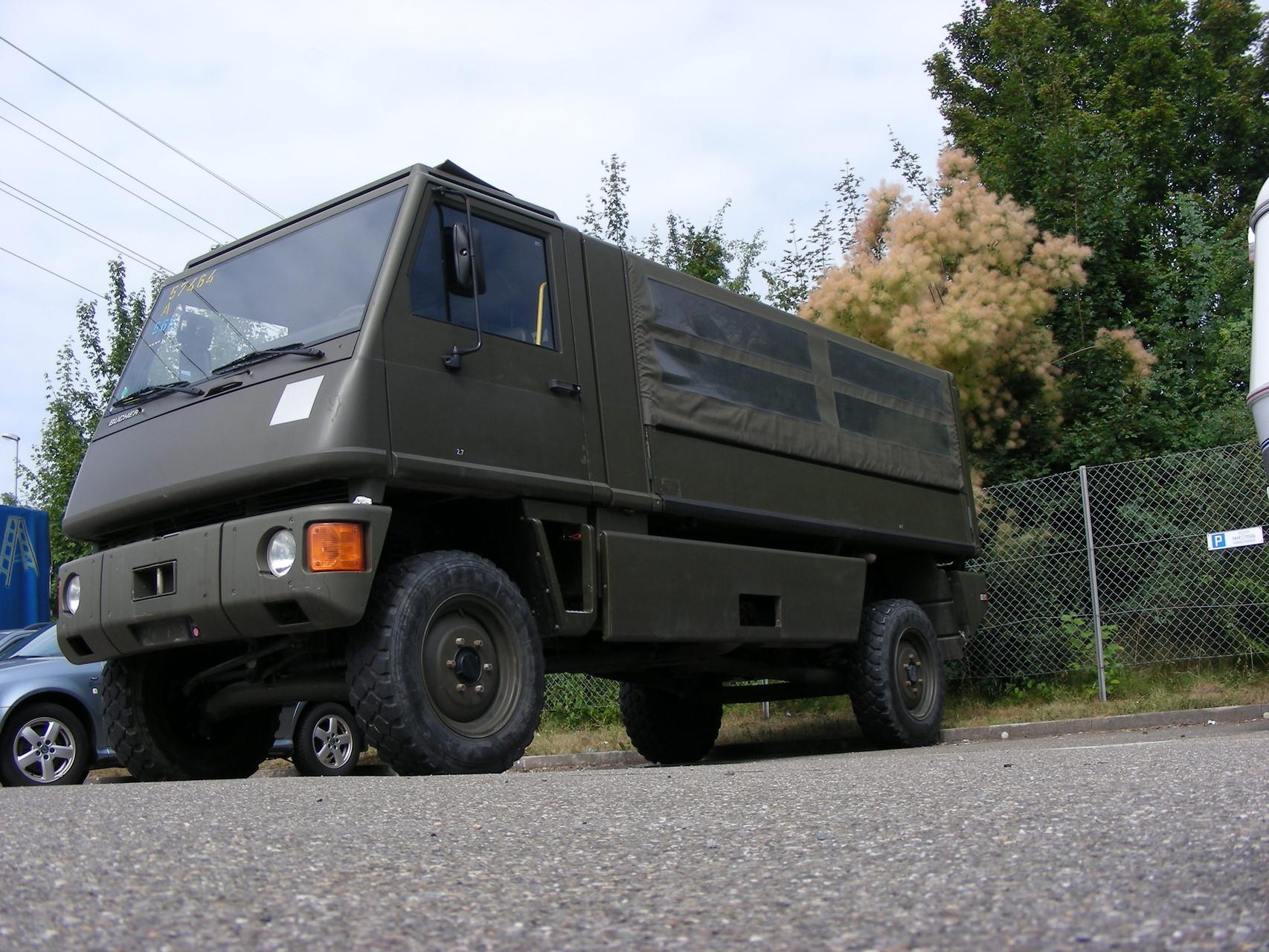 Duro im Militär-Design mit Planenaufbau