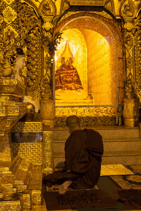 Burma - Rangoon - Shwedagon