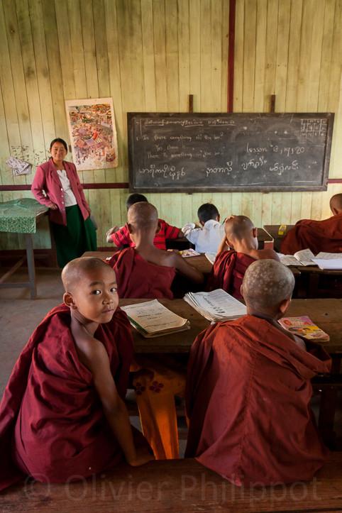 Burma - Pindayas school