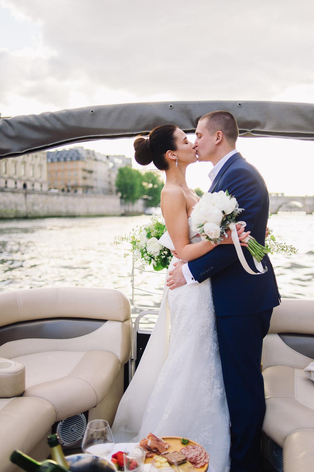 Романтическая прогулка по Сене на частном катере