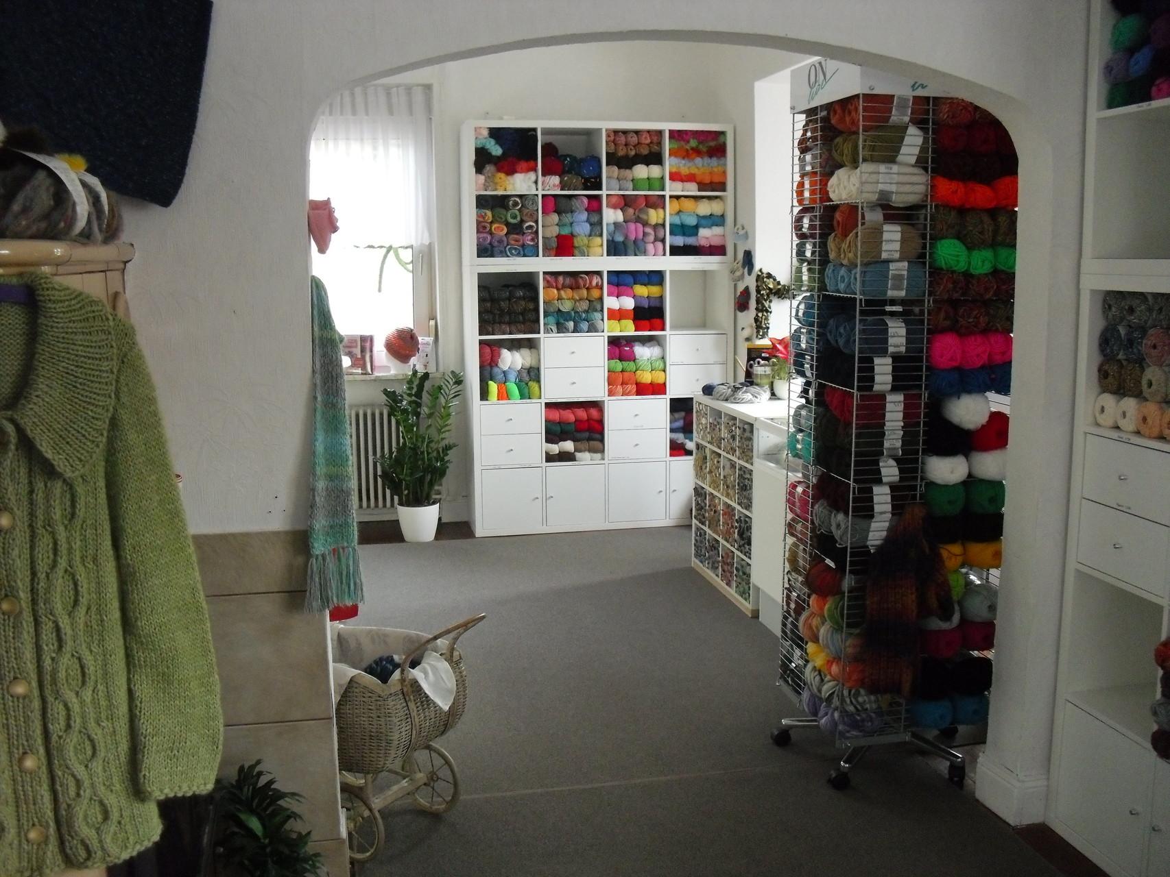 Blick von den Kurzwaren zur Wolle