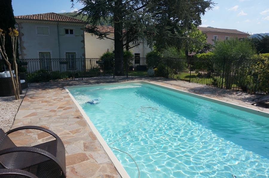 La piscine clôturée