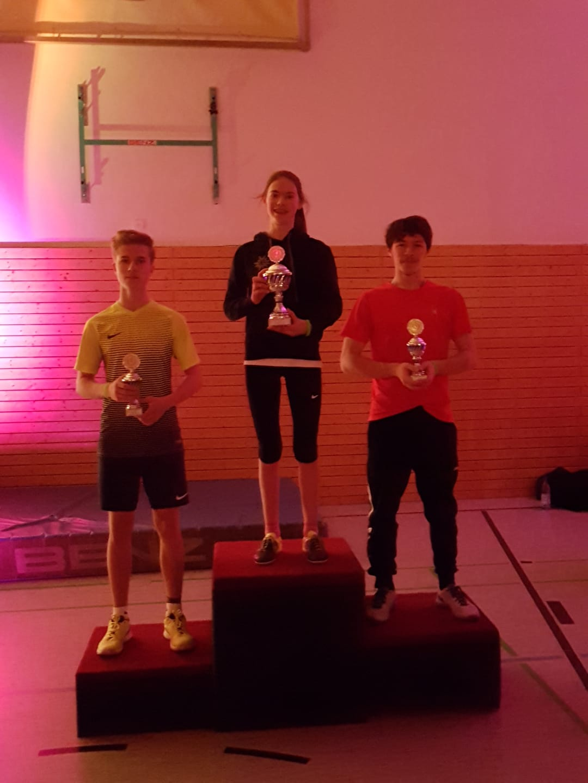 Sieger der Altersklasse Jugend: Katharina F. (mitte), Pavel S. (rechts), Jason B. (links)
