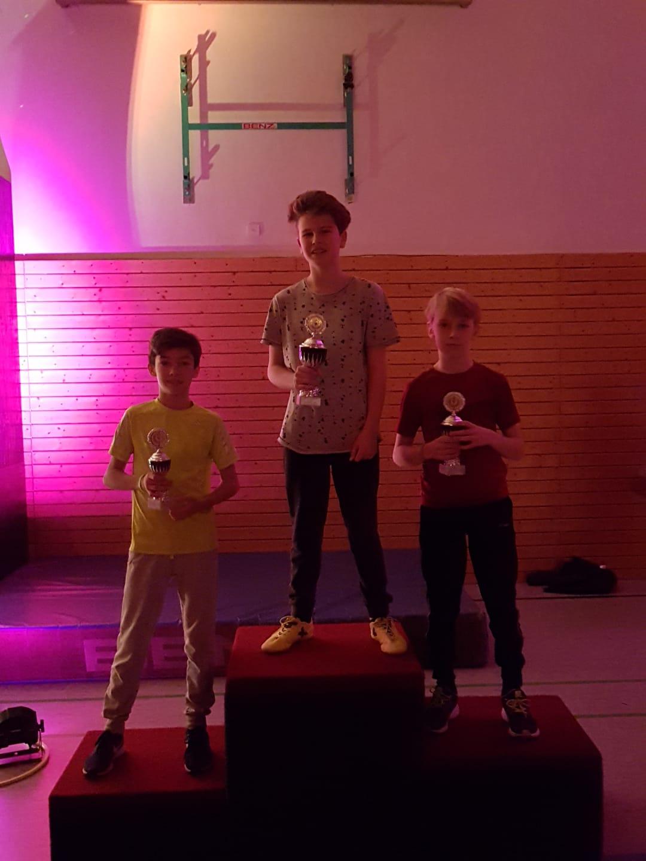 Sieger der Altersklasse Schüler. David B. (mitte), Timon S. (rechts), Julian F. (links)