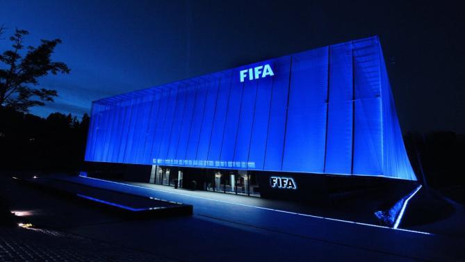 """La FIFA prohíbe fichar a dos clubes franceses por """"transferencias puente"""""""