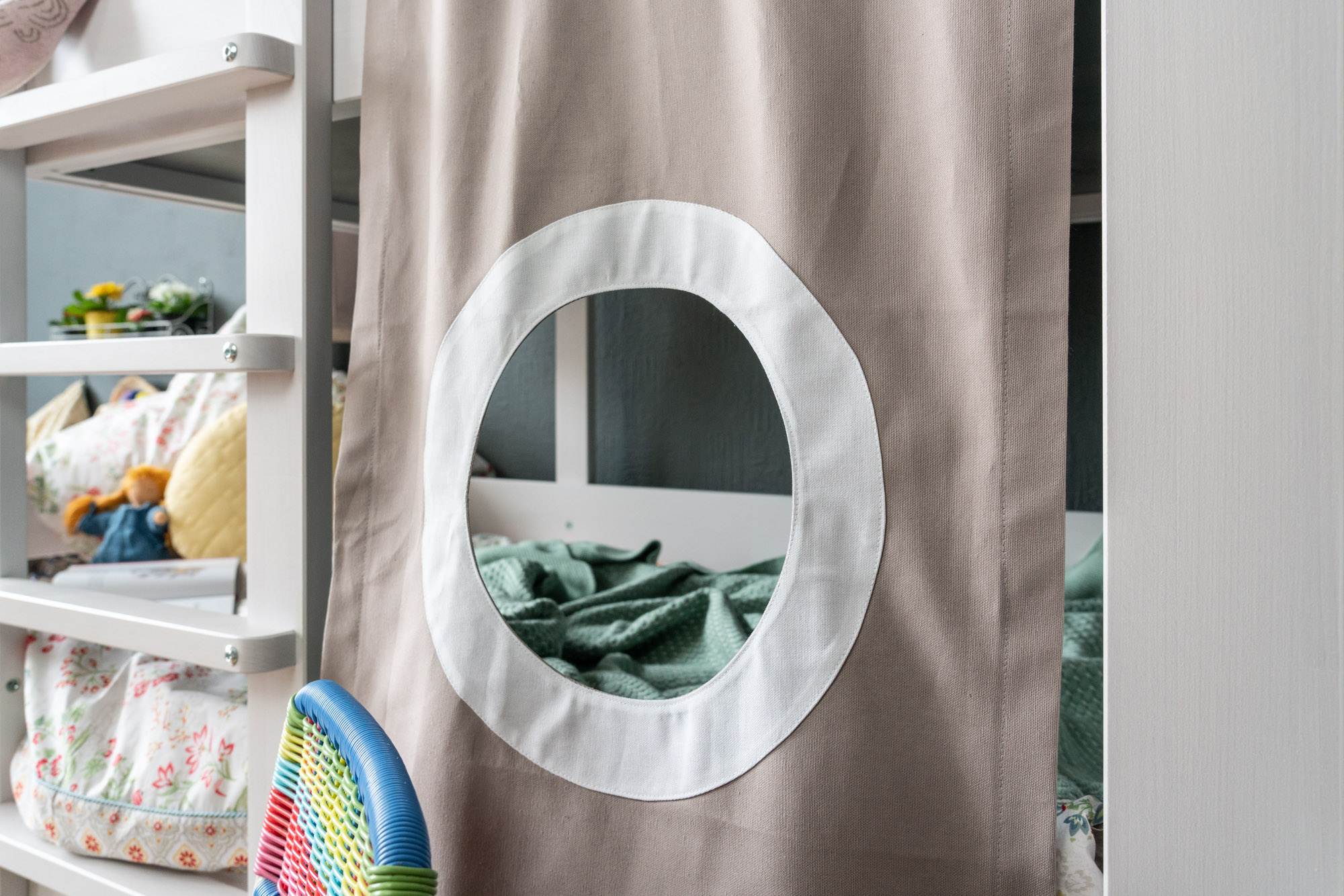 Baumhausbett - Detail textile Abtrennung