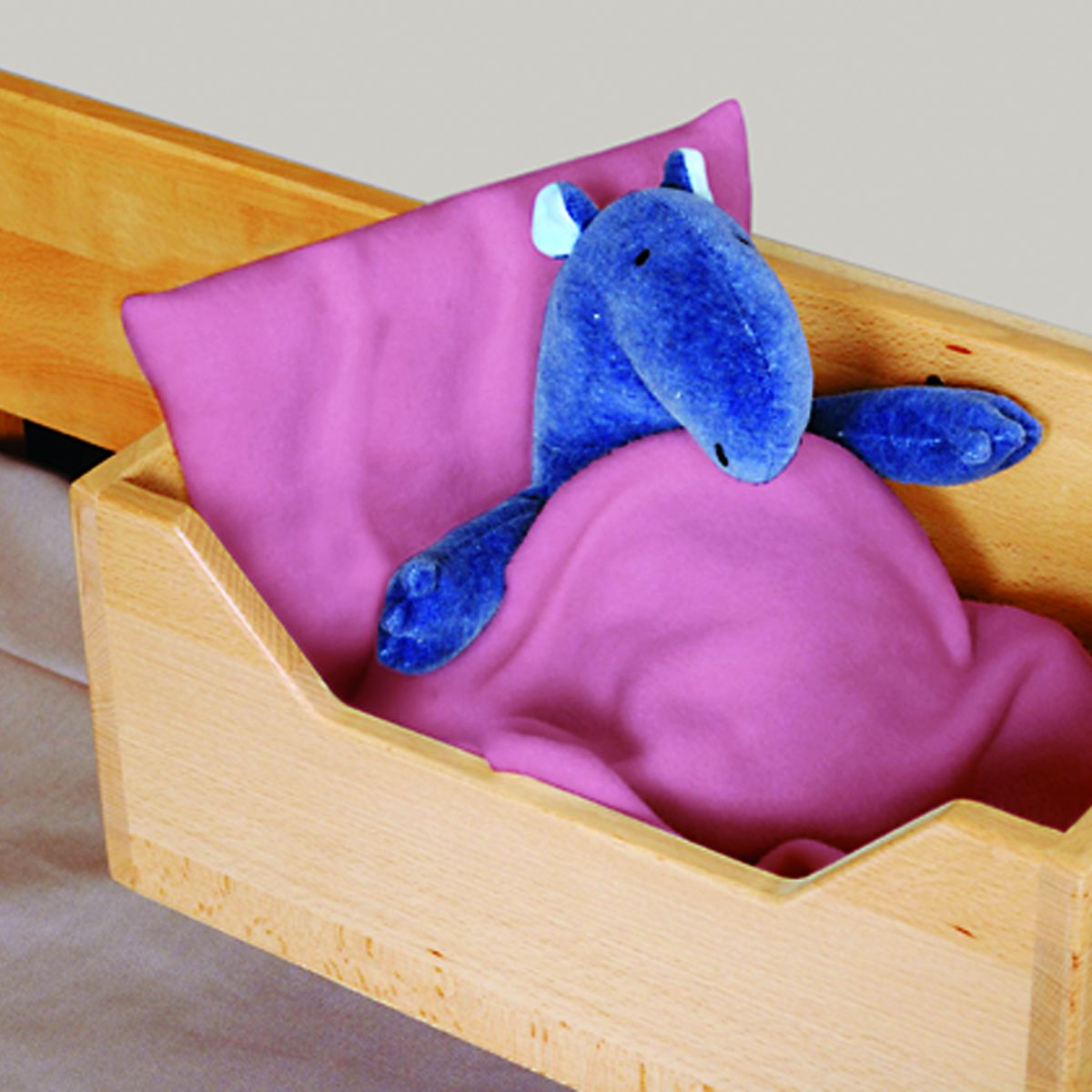 Baumhausbett - Detail Aufbewahrung und Bett für Kuscheltiere