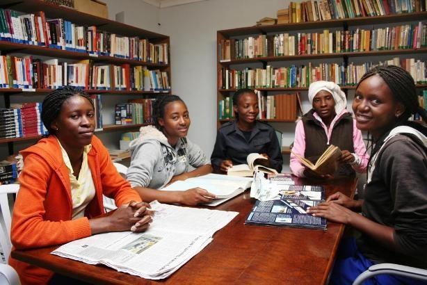 Die von Friedemann Bieber neu eingerichtete Bücherei wird gerne genutzt.