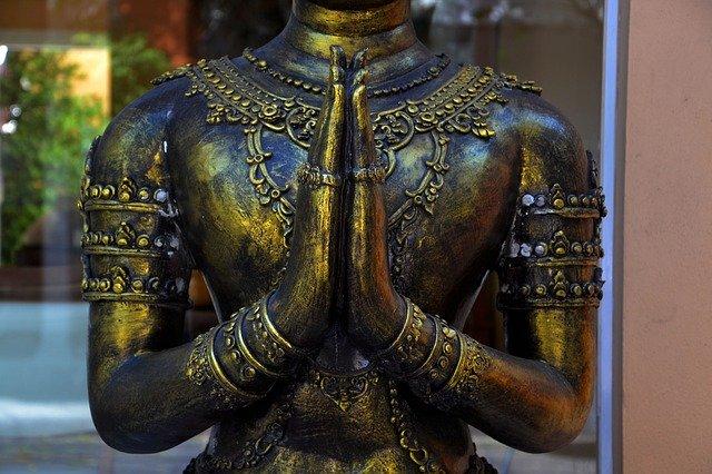Foto Buddha in Gebetshaltung