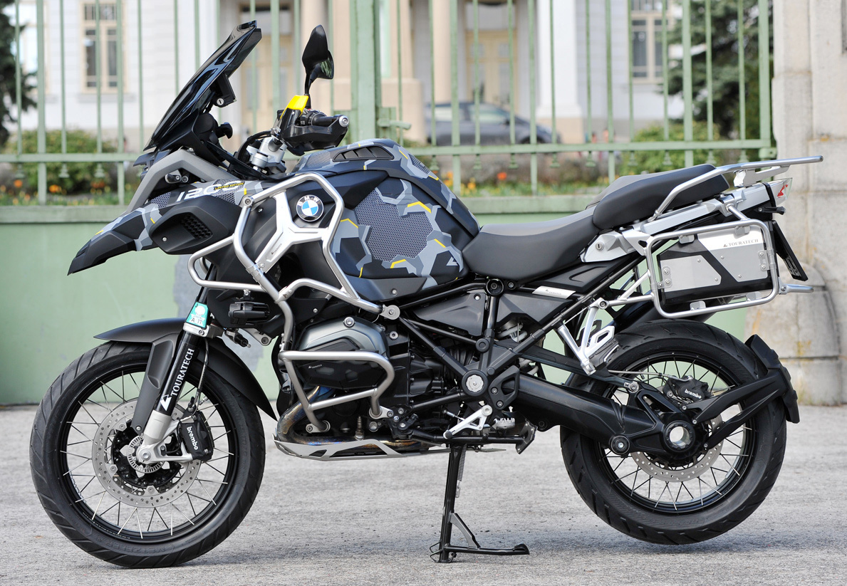 Design Folie STEALTH UNIT BLACK - Keine Aufkleber aber Carwrap-Folie fuer BMW R1200GS K25 und K50 K51 LC normal und Adventure