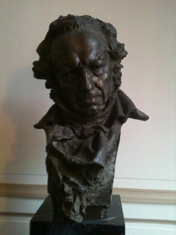 Le buste de Goya dans la salle de réception