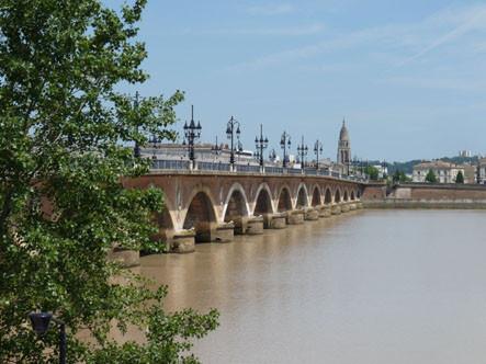 Le premier pont à Bordeaux (P. Guillot)