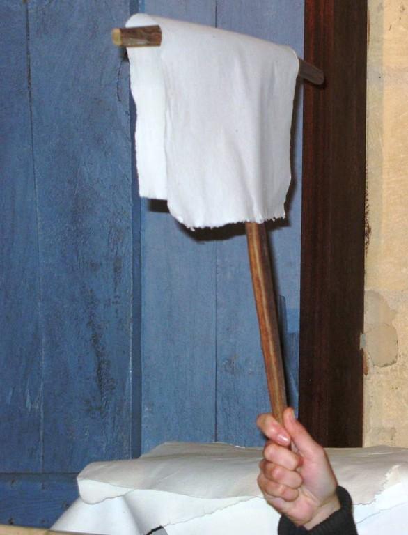 Le ferlet pour étendre le papier sur les cordes