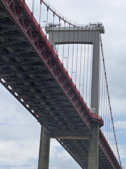 Pont d'Aquitaine, vu de dessous ( P. Guillot)