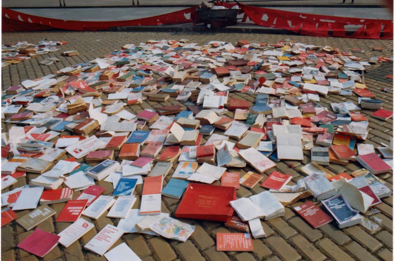 Autres ordures : la littérature communiste et les oeuvres des dirigeants répudiés