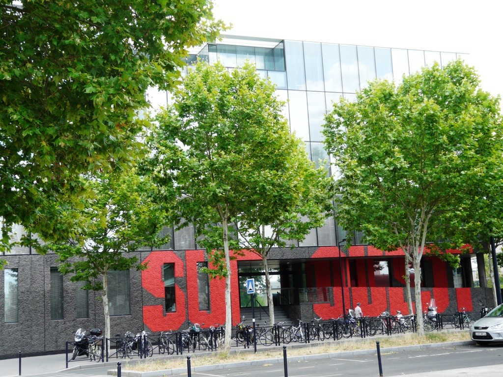 Sud Ouest est installé 23 quai de Queyries à Bordeaux-Bastide