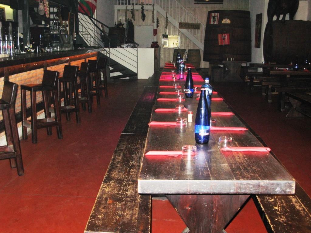 Des grandes tables rustiques