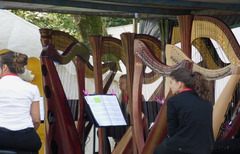 Laure avec son trio de harpistes Dagda