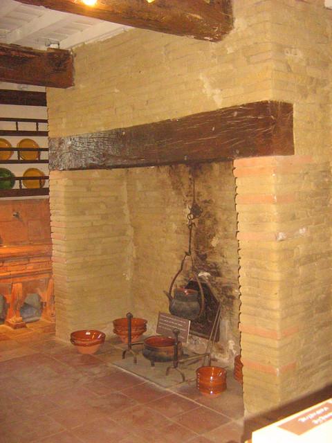 Cheminée de la maison du potier à Cox, Haute-Garonne