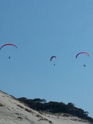Du haut de la Dune du Pyla: le parapente (photo J. Duguet)