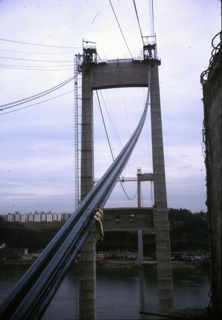 Passage des cables de suspension