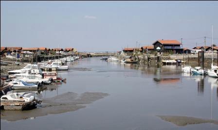 Le port de Larros (A. Blanchet)