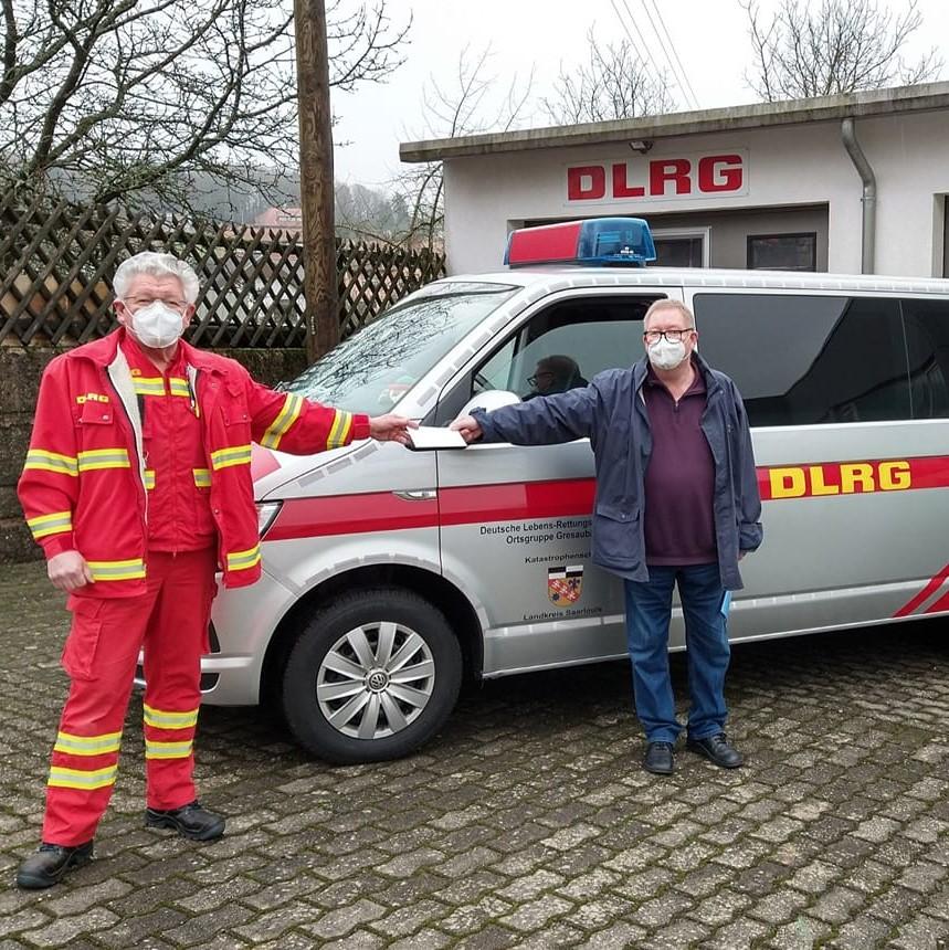 Spendenübergabe für MTW der DLRG Gresaubach e.V.