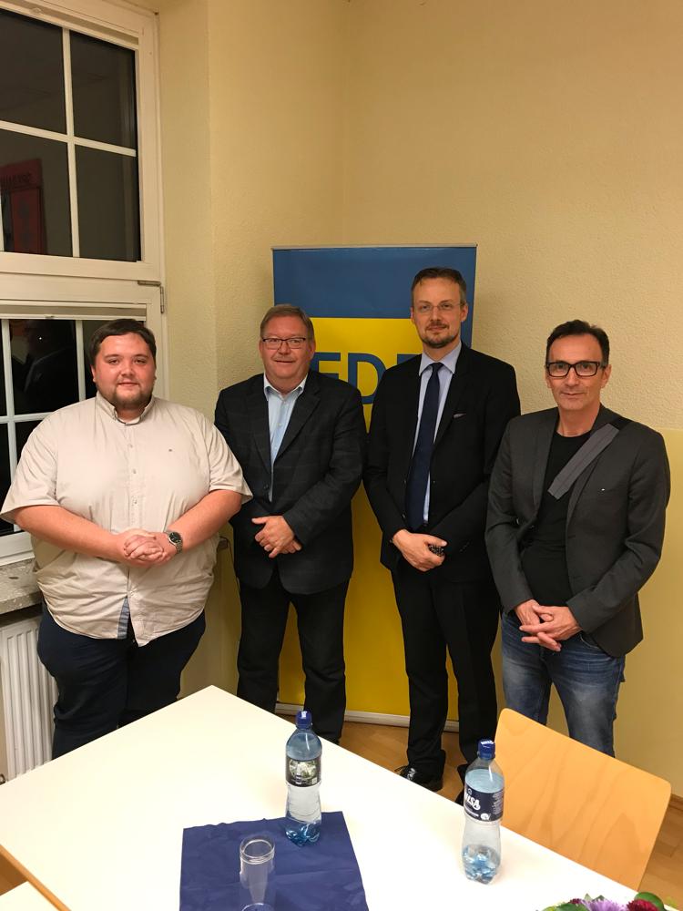 Das neue Führungsteam des FDP Kreisverbandes Saarlouis. v.l.n.r.: Helge Lorenz (Dillingen), Fred Metschberger (Lebach), Norman Cappel (Schwalbach) und Peter Wirbel (Wadgassen)