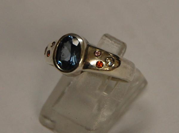 Ring mit versch. Fassungen/Steinen