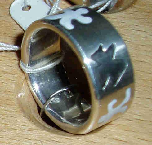 Ring mit Symbolen schwarz/weiß