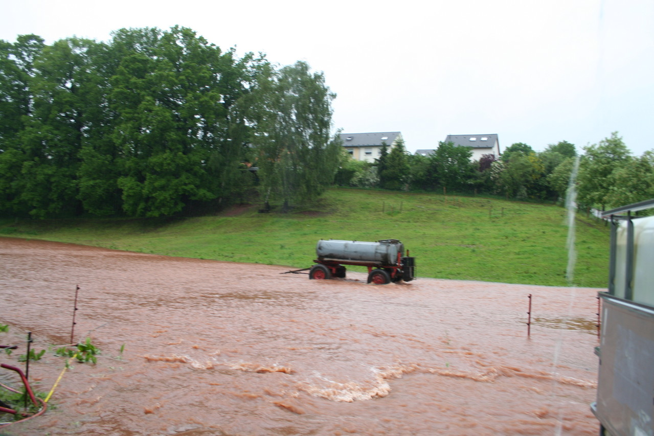 Unsere Koppel hinter dem Haus..... ein reißender Fluss....