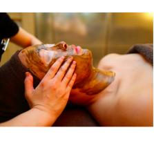 海綿スポンジから取り出した刺をお肌の奥に入れ込み、ターンオーバーを早めます