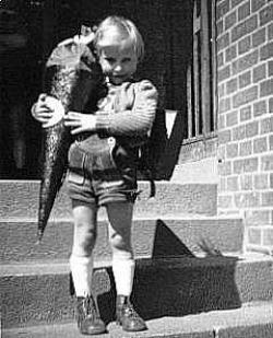 1954 habe ich meine Einschulung simuliert