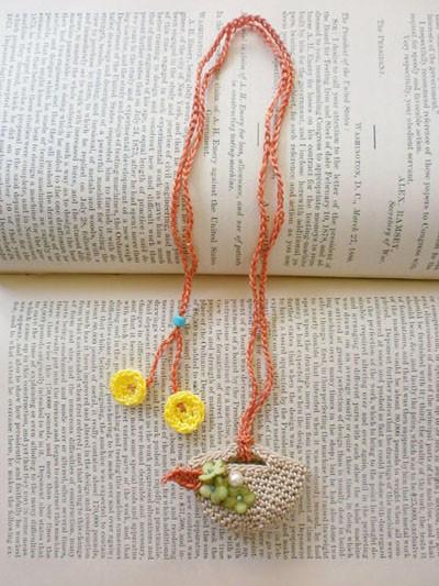 染め花を飾ったマルシェネックレス