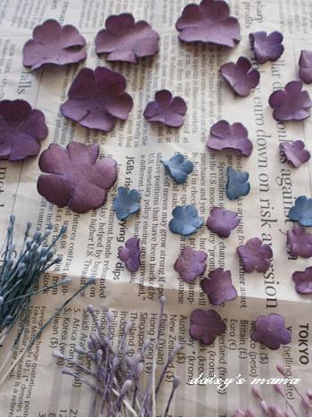 葡萄色に染めた布花