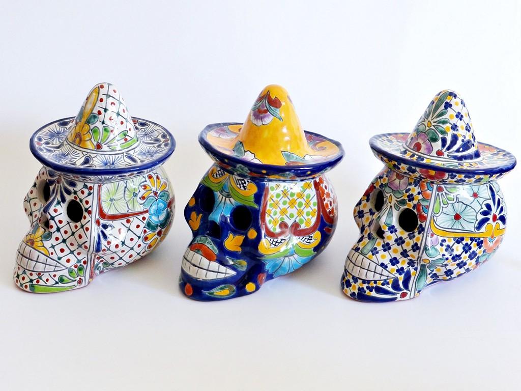 Mexikanische Totenköpfe aus Keramik