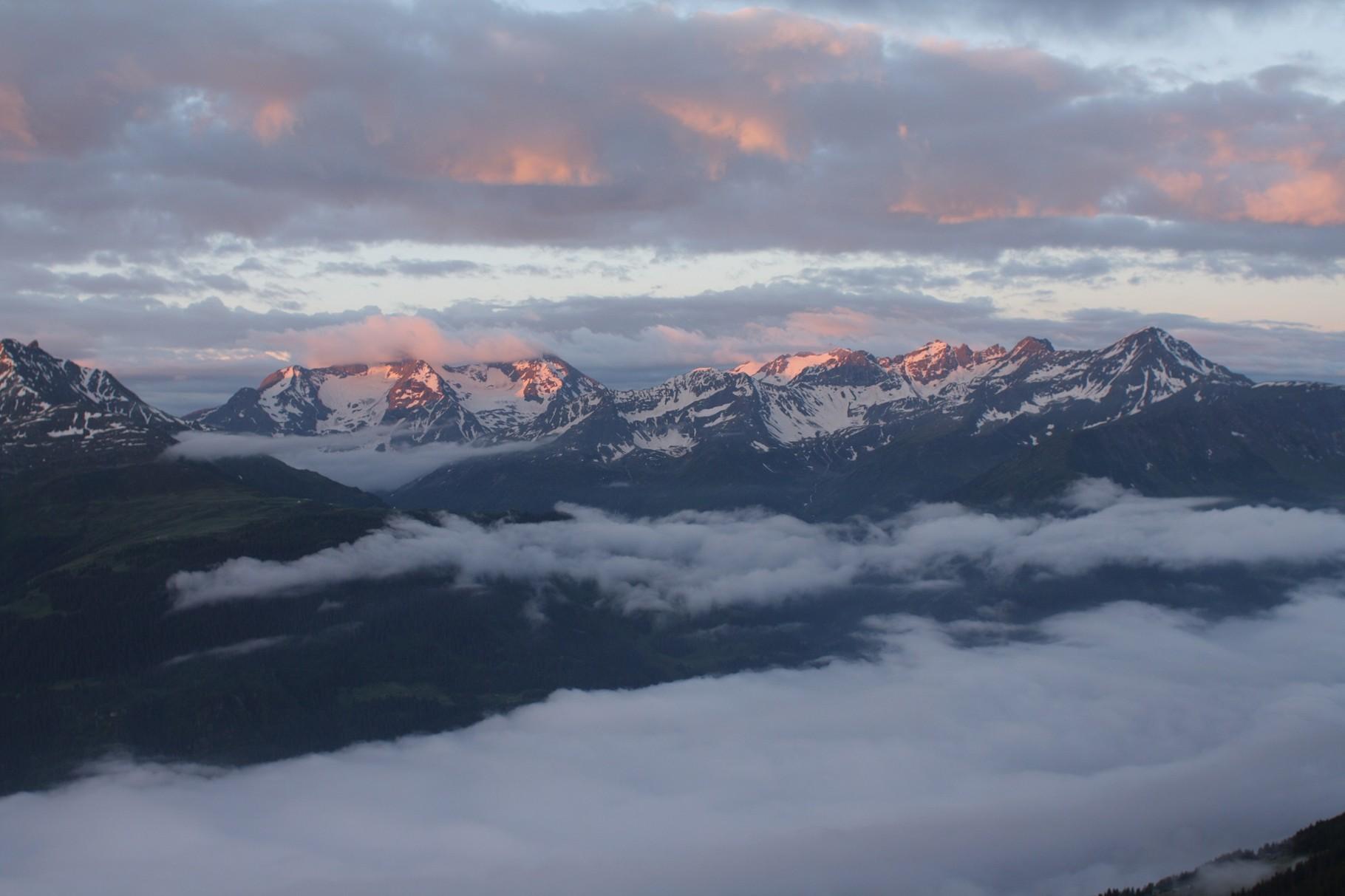 Unsichere Wetterverhältnisse, Blick vom Val Punteglias Richtung Südosten, Val Punteglias, GR