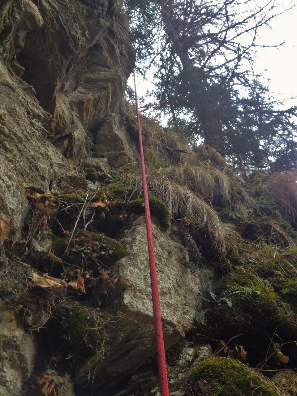 Abseilen durch steiles und unstabiles Gelände.