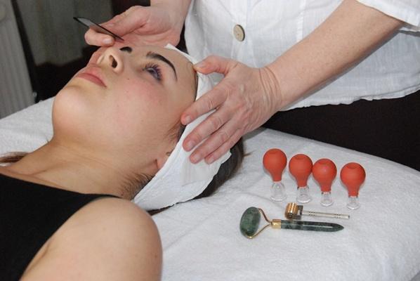 Ventouses faciales pour oxygéner la peau et repulper les muscles du visage