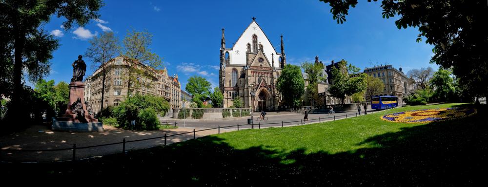 Mendelssohn Denkmal und Thomas Kirche  © Dirk Brzoska - Fotograf aus Leipzig