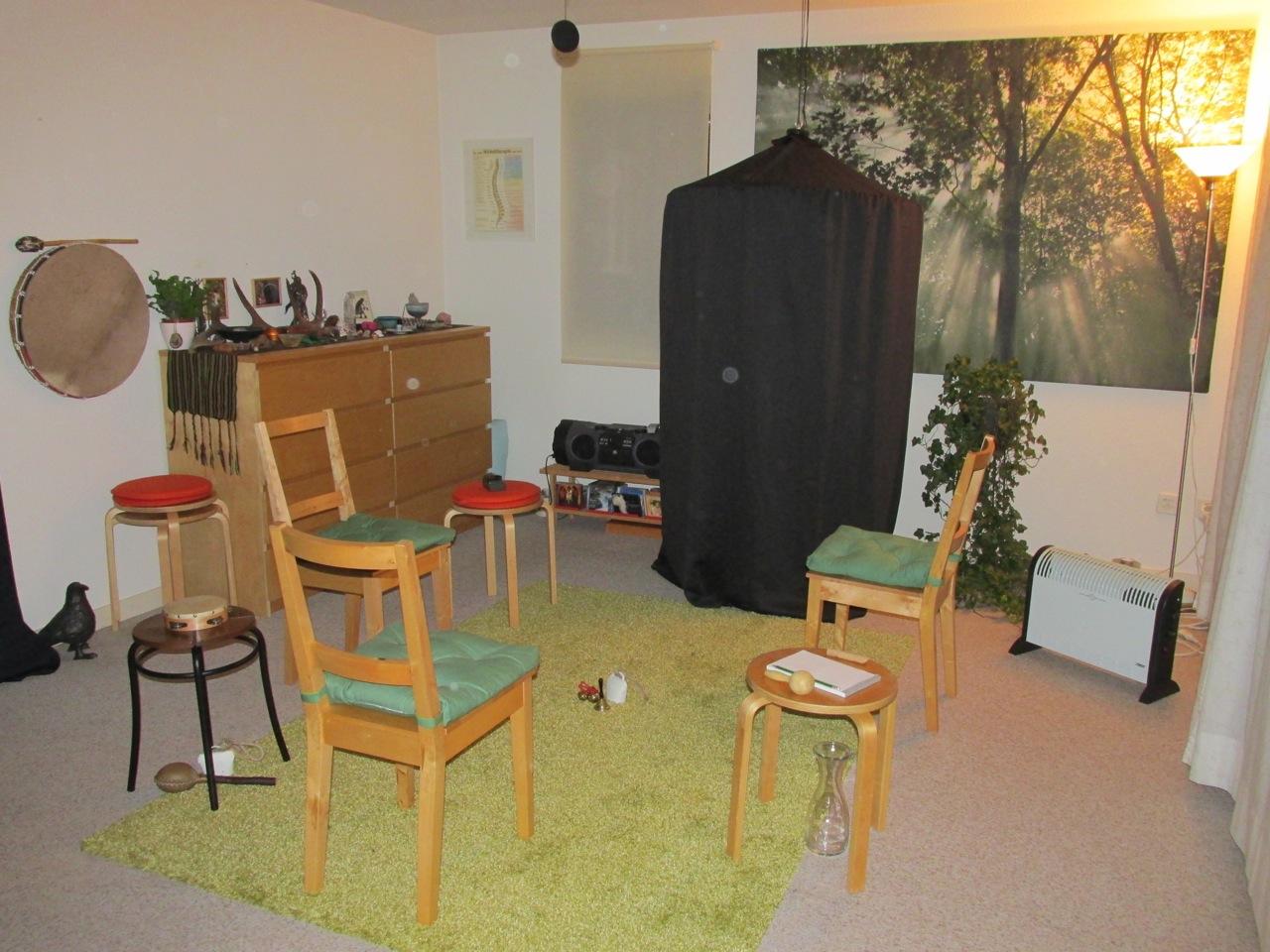 Séanceraum mit Kabinett und 'Spirit-Lichtlein' (Orbs) - 1