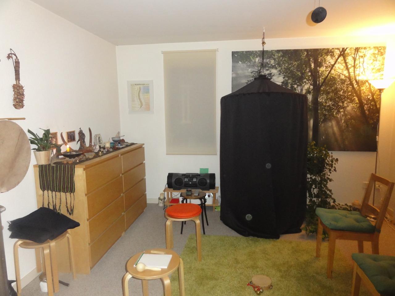 Séanceraum mit Kabinett und 'Spirit-Lichtlein' (Orbs) - 7