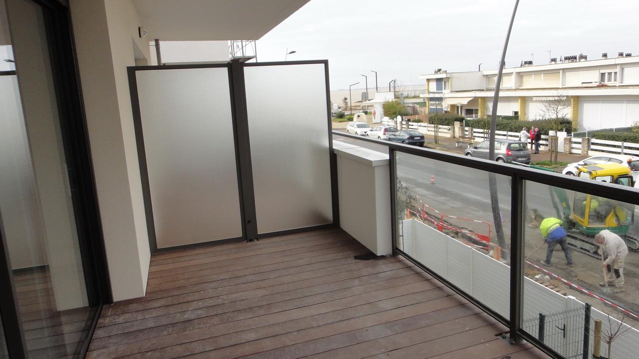 Un balcon au 1er étage de la résidence Espace Mocqueris