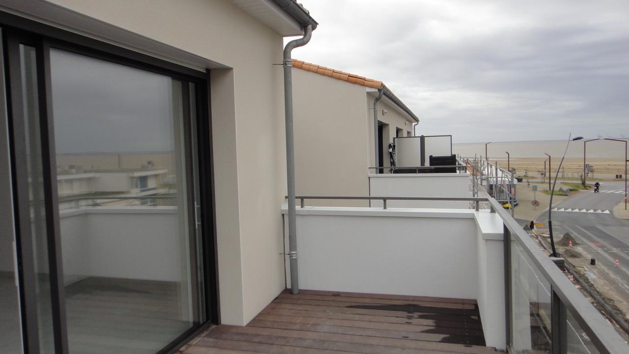 Un balcon au 2ème étage de la résidence Espace Mocqueris