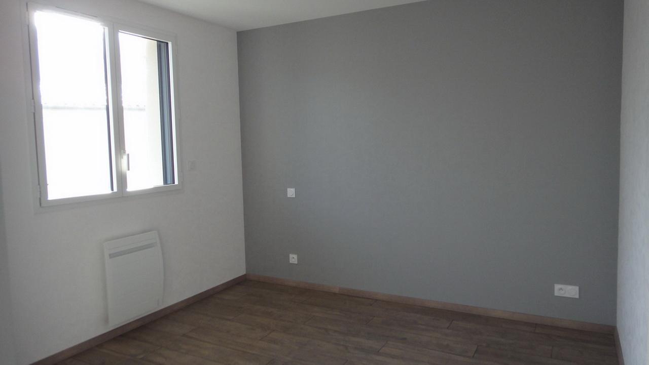 Une chambre d'un appartement 2 pièces