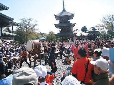 四 月    太 鼓 祭 り