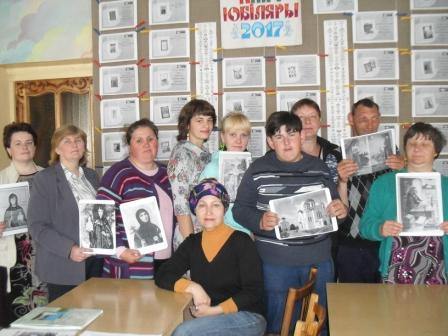 Участники встречи с библиотекарем Людмилой Казицокй (по центру)