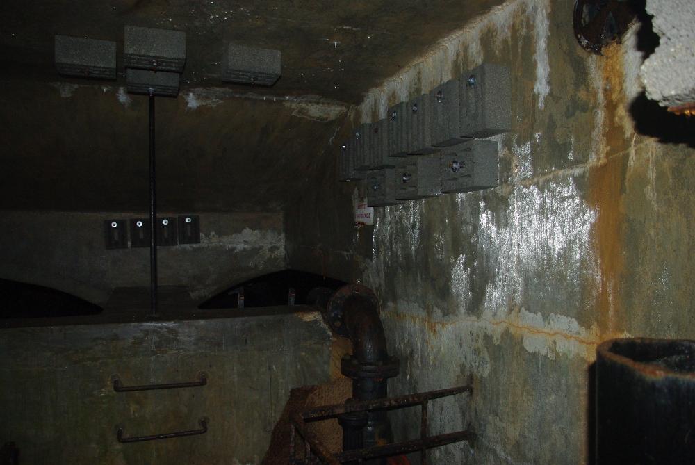 Im ehemaligen Hochbehälter Frischborn ist es noch immer sehr feucht.