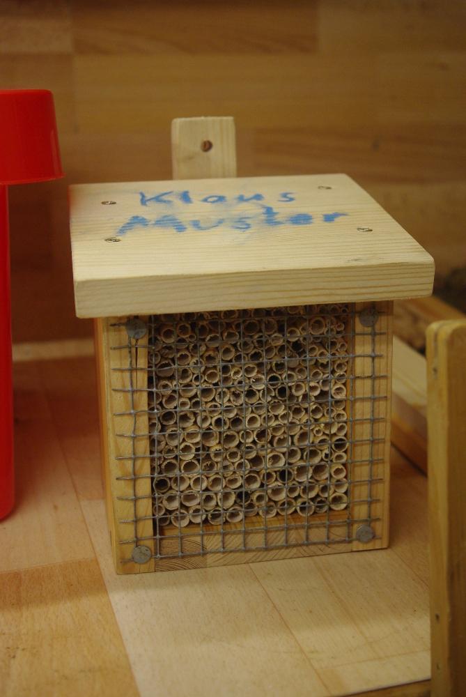 So sieht ein fertiges Insektenhotel aus.
